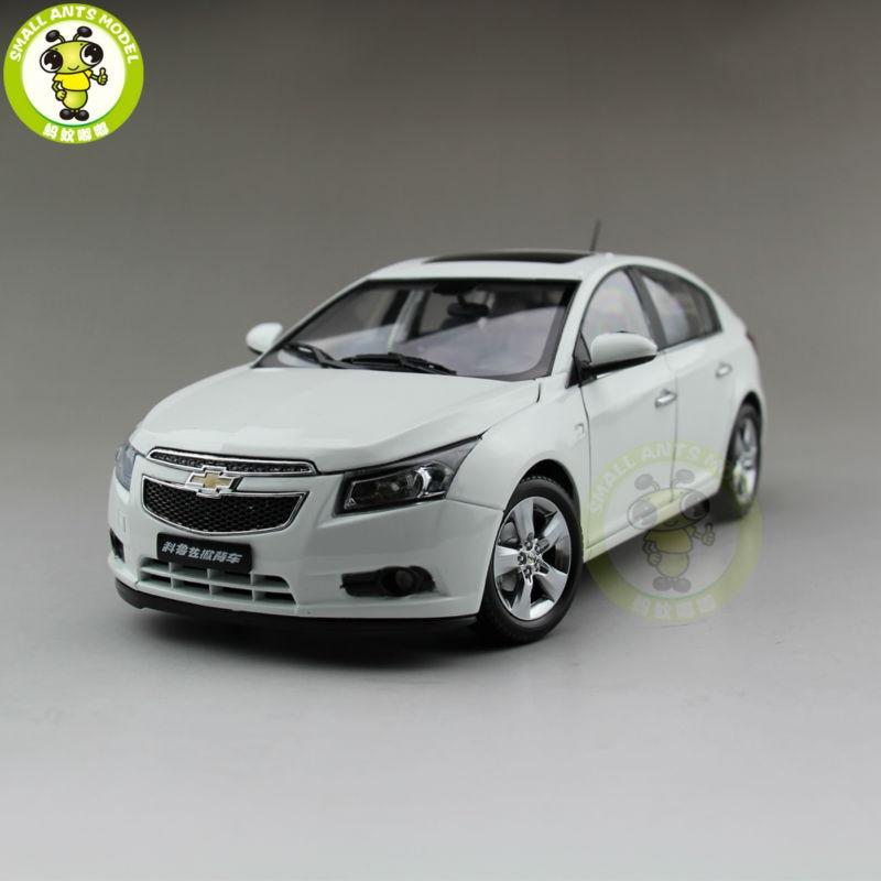 1:18 Chevrolet Cruze хэтчбек литья под давлением модель автомобиля игрушечные лошадки дети мальчик девочка подарок белый