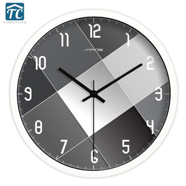 00f0cc5a7fa4 Blanco y negro Simple salón silencioso Reloj de pared de cuarzo decoración  del hogar dormitorio moda