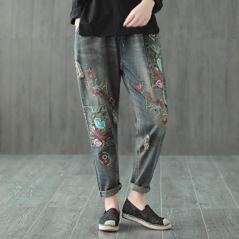 Harem Viejo Desgastado Jeans Nuevo Agujero Lavado Femenino Flojo Bordado  Mezclilla Estilo Nacional Pantalones Ocasional Otoño Azul ... d21dc06a01a5