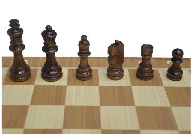 Jeu d'échec pliable magnétique en bois avec rangement intérieur très pratique; 4