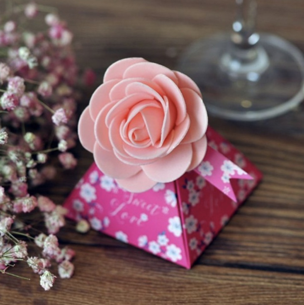 100 pcs Creative Gift Box Flower Style Triangular Pyramid Candy ...
