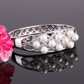 Woman silver plated pearl bangle with a set of nice pearls