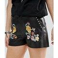 Elegante Flor Floral Padrão de Bordado Fino Rebite Casuais PU Shorts De Couro Falso Na Moda Mulheres Femme Rua Mini Shorts Preto