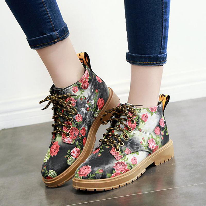 2018 British Style Flat Print Martin Boots Women Platform Shoes Retro Summer Floral Single Mid-Calf Lace-Up Short Boots 8808W hot sale women shoes lace up round toe mid calf boots for women fashion print floral embellished denim shoes retro femme boots