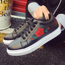 New Brand Designer Shoes Woman Fashion Rose Flower Embroider Black/white Leather Flats 2017 Women Platform Walking Shoes 192/30
