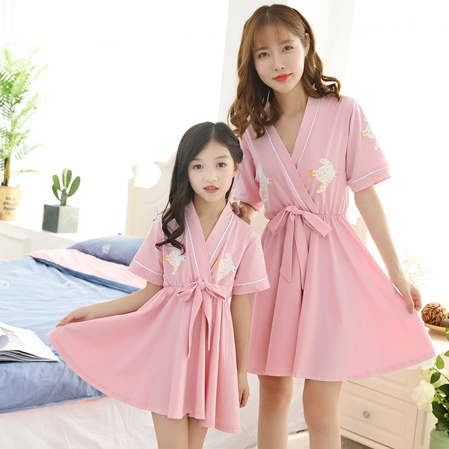Mother Daughter Macthing Pajamas Mommy and Me Clothes Mom Daughter Dress  Women Kids Robes Night Gown Family Matching Clothes 841262c61d36