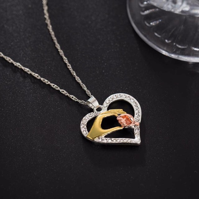 2017 New Hot Mother And Child Pendant Gift For Mom Golden Mom Charm Necklace Hand Heart Love Mom Family Jewelry Big Sale