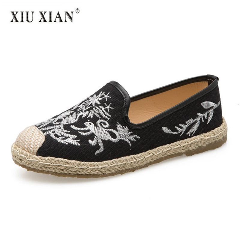 2018 Summer New Embroider Totem Women Flats Weaving Design Shallow Slip on Comfort Loafers Fashion Students Leisure Canvas Shoes