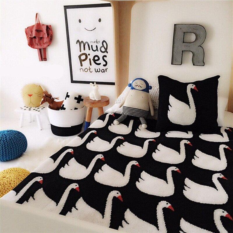 90x110cm Cartoon Swan Blanket Polyester Cotton Blanket Throw on Sofa Bed Plane Travel Plaid Soft Children Thread Knitted Blanket