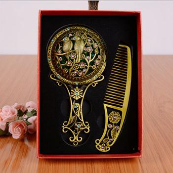 1 zestaw klasyczne metalowe lustro do makijażu z grzebieniem modne bling kosmetyczne Mini lustra składany kieszonkowy przyrząd kosmetyczny darmowa wysyłka tanie i dobre opinie FGHGF MK612 1 set Nie posiada Random delivery Makeup pocket mirror Cosmetic