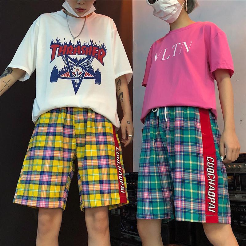 2018 Summer Korean Men Fashion Tide Lattice Hit Color Side Stripe Letter Shorts Loose Elastic Waist Knee Length Trousers M-XL