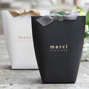 Image 3 - 50 개/몫 새로운 흑백 베개 상자 Merci 리본 활 현재 카톤 파우치 크래프트 상자 선물 DIY 상자 웨딩 파티 공급