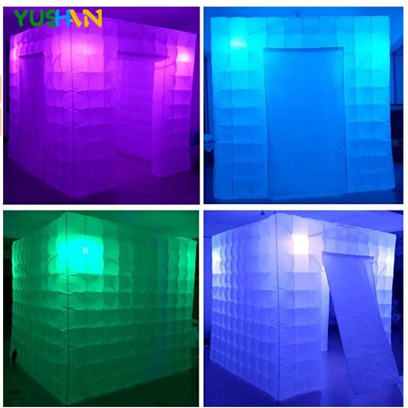 White Cube booth Bulbs 02