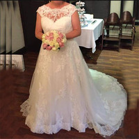 Fabulous Wedding Dress with Lace Appliques Backless Sleeveless Custom Made Bridal Gown Scoop High Quality A line Dress For Bride