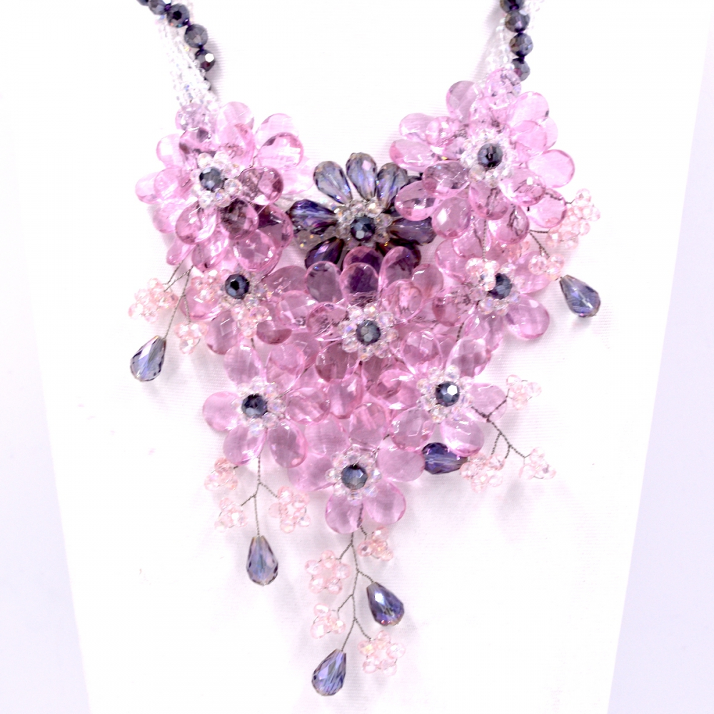 цена на 2017 New Arrival Fashion Jewelry light Pink crystal and lilac crystal flower statements necklace women Hot selling