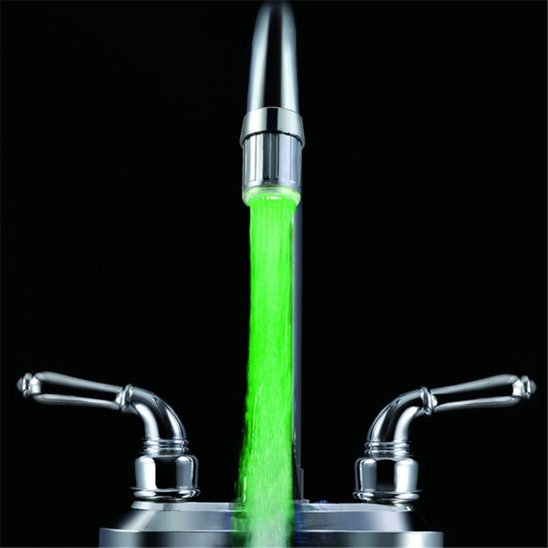 Один зеленый цвет кран светодиодные Нажмите Light (аэратор для кран) с блистерной упаковке с адаптерами