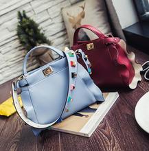 Neue Mode 2017 frauen Umhängetasche Handtasche mit Nieten Super Pu-leder lotusblatt Tasche kreuzkörper Beutel freies Verschiffen