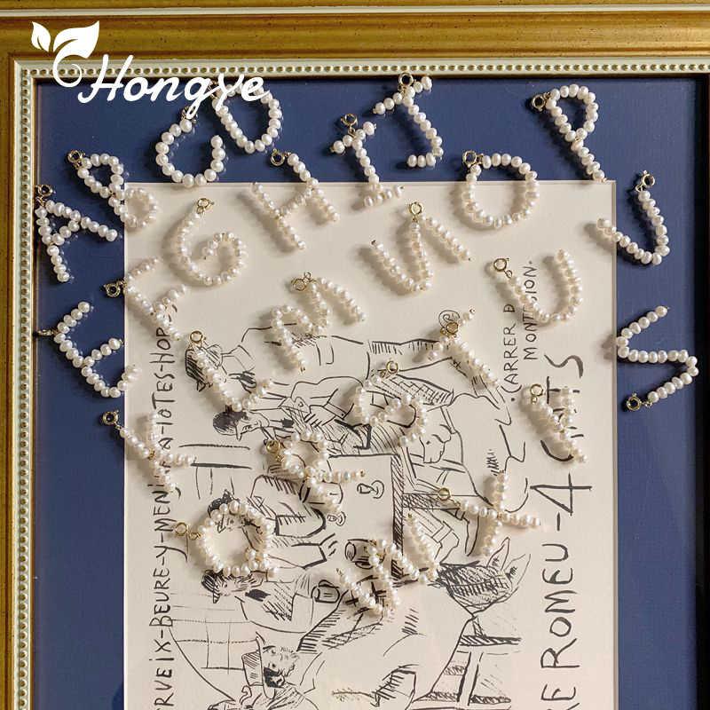 Hongye Brand New kobiety wisiorek naszyjniki pierwsza litera A-Z perłowe koraliki biżuteria złoty łańcuszek na szyję barokowa perła naturalna