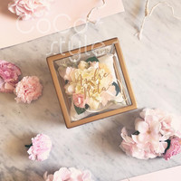 Cocostyles personalized blank luxury square gold frame acrylic flower box with gold foiling logo for modern wedding gift box