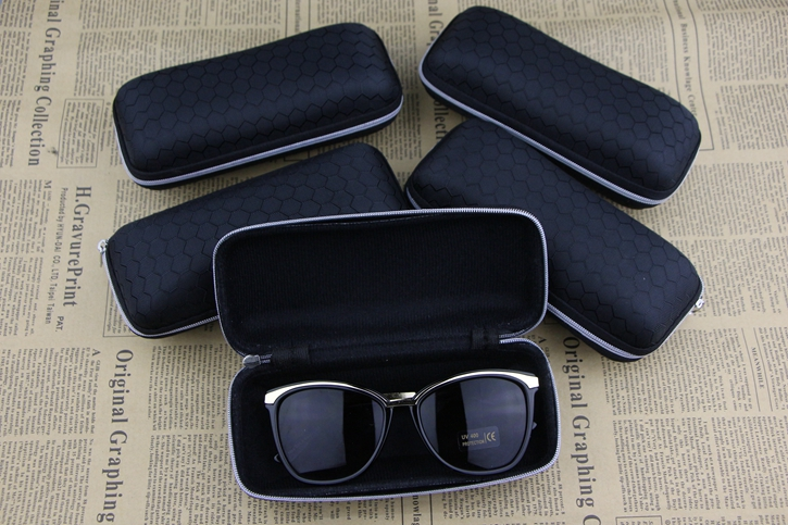 black Waterproof sunglasses case Plaid pattern zipper  large capacity leather glasses box Soft velvet lining Convenience carry