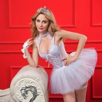 2019 New 4pcs Elegant Women Honeymoon Sexy Lingerie Lace Solid White See Through Hot Exotic Sleepwear Set Dresses Underwear Robe