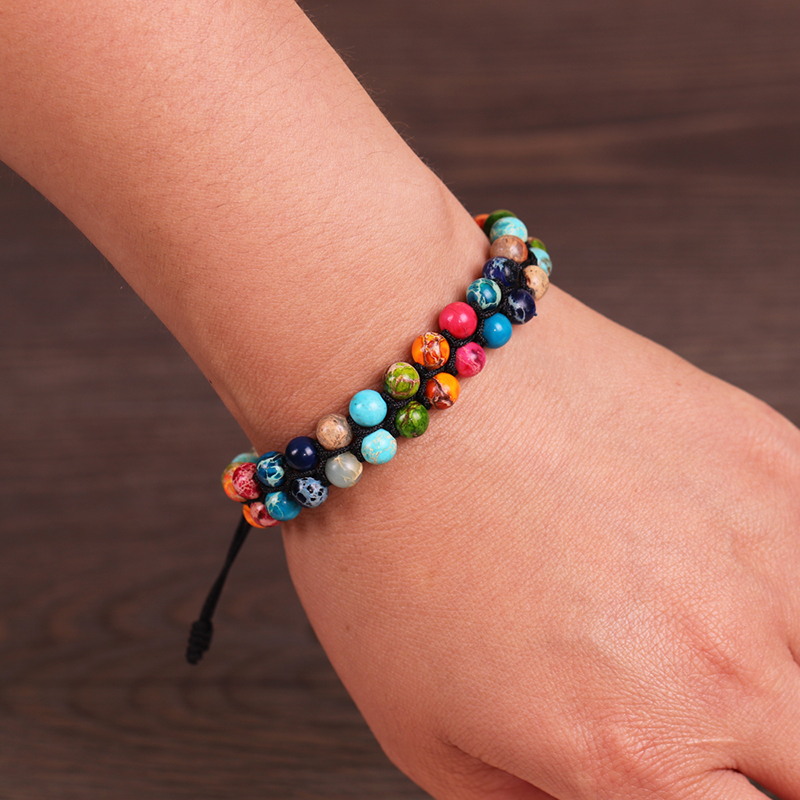 Bracelet des 7 Chakra porté au poignet | OkO-OkO