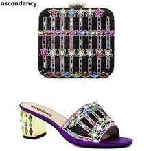 bac4b62c38ef95 Chaussures et sacs italiens de couleur pourpre pour assortir des chaussures  avec un sac ensemble de