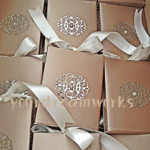 Fashion Luxury Boxed Wedding Invitations With Ribbon And Silver Metal  Decoration