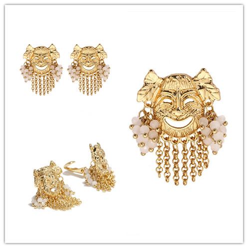 Contracted wind in Europe and America mask ear clip doll gold earring brooch(China)