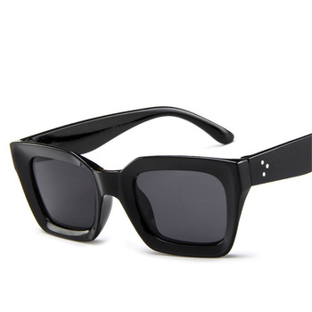цена на ZXRCYYL cute sexy retro cateye sunglasses women small black white triangle vintage cheap red sun glasses female uv400