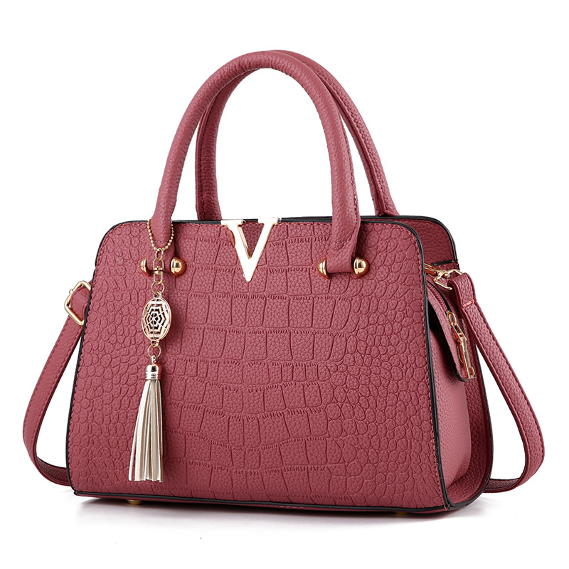 7e6135b8eafe 2016 Alligator Leather Women Letter V Handbag Bolsas De Couro Fashion Famous  Brands Shoulder Bag Ladies Bolsas Femininas Sac-in Shoulder Bags from  Luggage ...