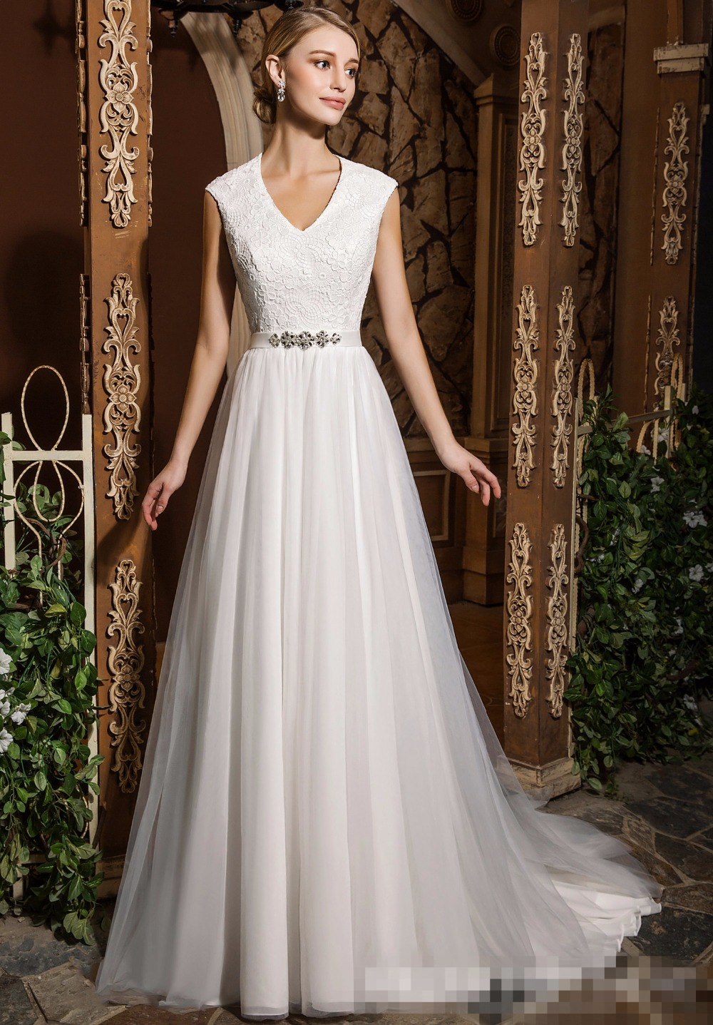 2019 Informal Modest Wedding Dresses Short Sleeves V Neck Lace Tulle Reception Bridal Gowns Outdoor Country Western Wedding Gown