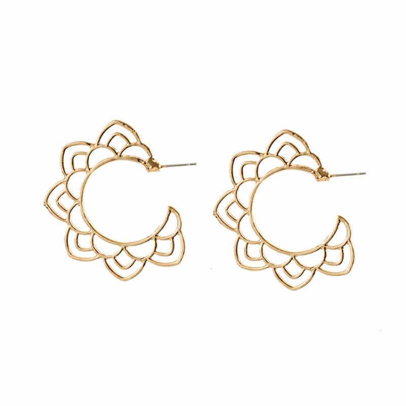 Nueva joyería Popular flor calada pendientes de oro y plata joyería de las mujeres al por mayor pendientes de joyería de moda 2018