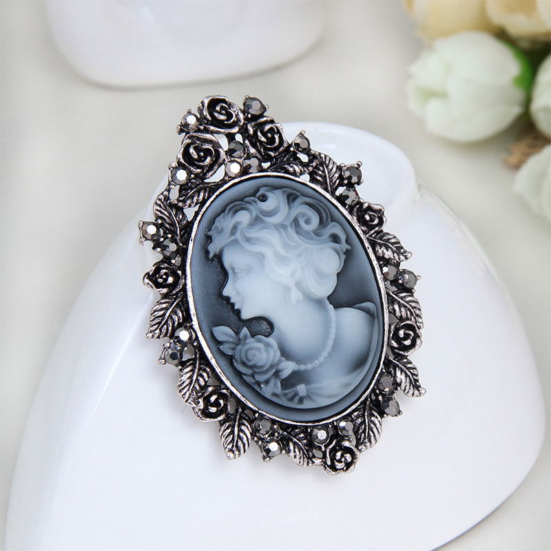 Aliexpress.com   Buy Fashion Vintage Jewelry Cameo Brooch Pin Beauty Queen  Crystal Rhinestone Christmas Antique Gold Silver color Brooches For Women  from ... 9d3af0e8333e