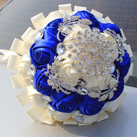 2016Noble Customized Bridal Wedding Bouquet With Large Flower Brooch Silk Roses Blue White Ribbon Wedding Bride