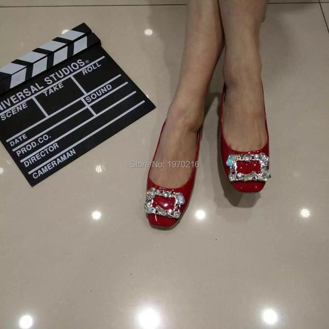 Последние U и Z Гонконг марка Площади toe Плоские приводные обувь, Красный/Черный/Серый Лакированной кожи блестящие Rhinestone Квадратных пряжки женская обувь