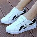 Nuevo bromista de La Manera Hombres Calientes de la venta 2016 zapatos Planos ocasionales Al Aire Libre zapatos para caminar luz pequeños zapatos blancos zapatos de Moda tamaño 39-44 chaussure homme