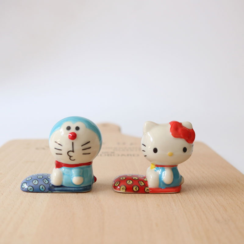 4pcs/set Hello kitty ceramic cheap chopsticks rest Doraemon chopsticks stand desktop decoration