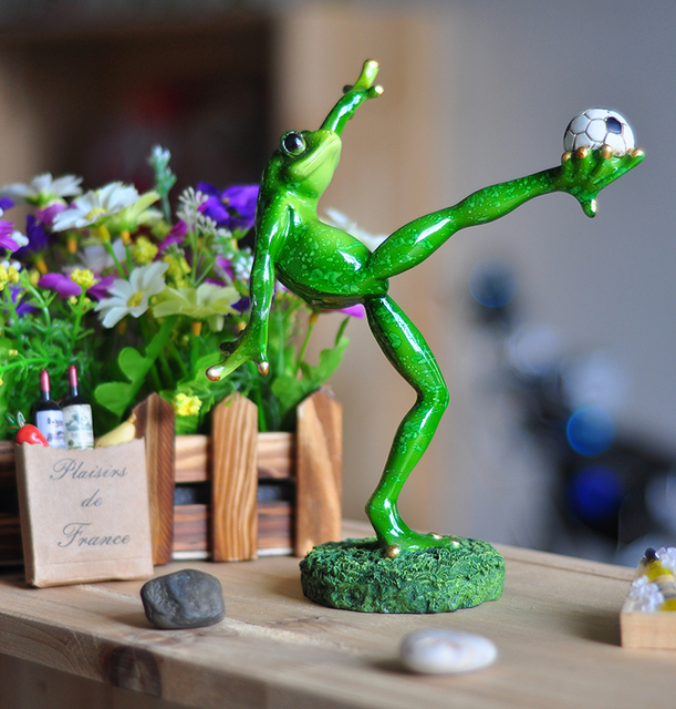 Resin Creative 3D Playing Football Frogs Figures Basket Decoration Figurine  Model,Garden Decoration,Outdoor