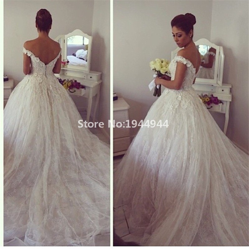 ... 36 Vintage Lace Sweetheart Appliques Cathedral train Off The Shoulder  Ball Gown Wedding Dress Bridal Gown.   7c730605d926