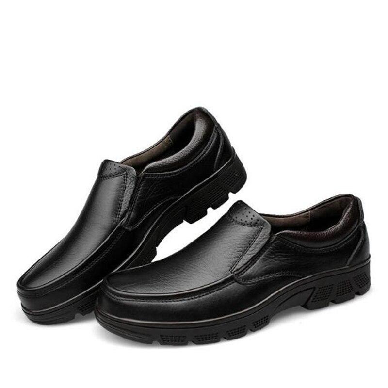 Homens Black on Vestem Pé Genuíno Brown Grande Casuais Preto Sapatos Masculinos on marrom Negócios Se 02a Flats Redondo Primavera Dedo Couro Do Tamanho Outono Nova Da Chegada slip De slip qYfIFw