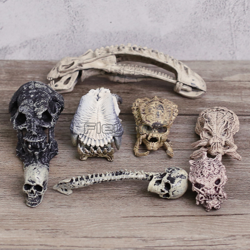 AVP Alien vs Predator Skull Skeleton Model Toys Mini PVC Figures Collectible 8pcs/set predator