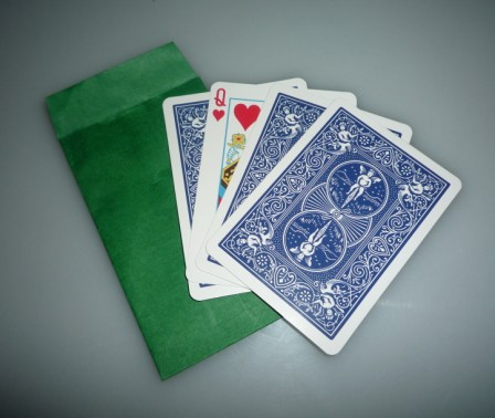 Parade of the Queens Explained mentalism glass cup Magic Trick (Magic prop,magic toy),card magic. poker card. coin magic