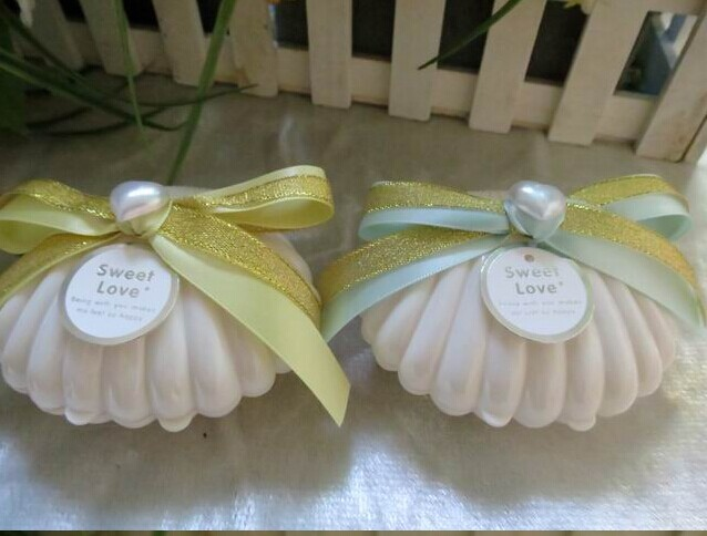 2017 new cute plastic white seashell wedding candy boxes