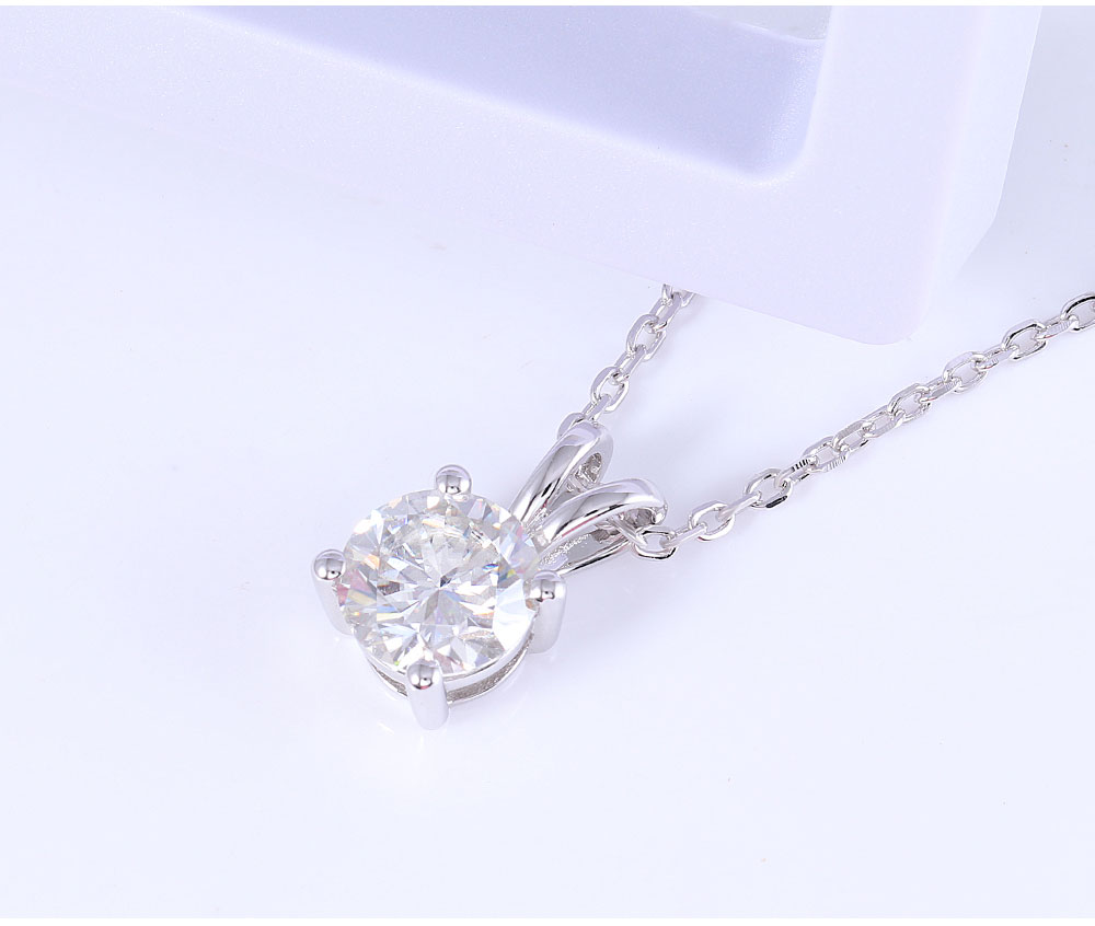 Platinum-Plated-Silver-Moissanite-Diamond-Pendant-Necklace-01_05