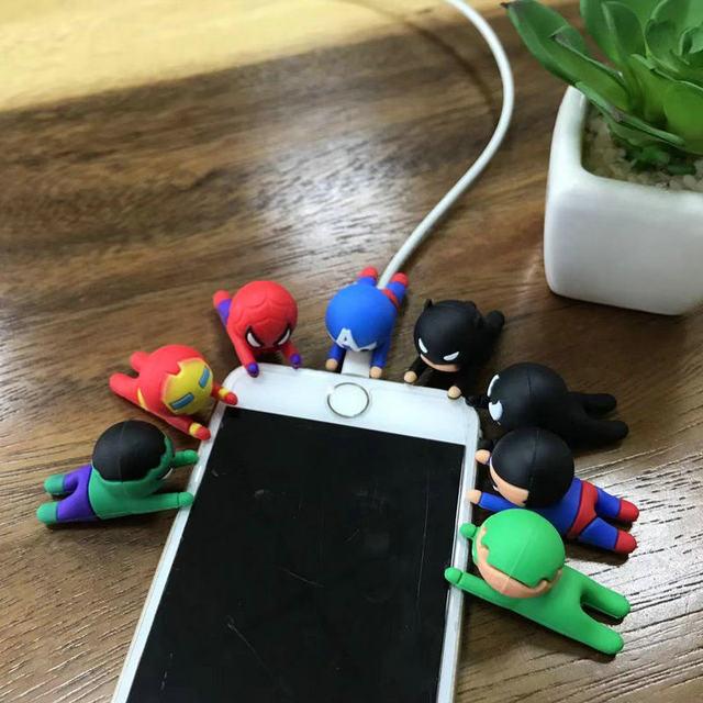 Marvel Superhero Cabo Protetor Mordida Enrolador Acessórios Phone holder para o Telefone Samsung MP3 MP4 USB Novidade Brinquedos Bonecas Dos Desenhos Animados