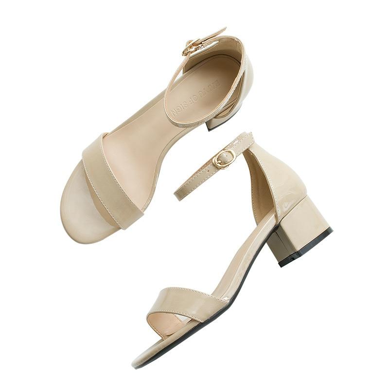 2018 Sommer Neue 4 Cm High Heels Patent Leder Frauen Schuhe Dick Mit Wort Schnalle Mitte Ferse Sandalen