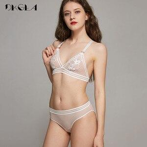 Image 2 - Novo conjunto de calcinha de sutiã transparente lingerie feminina rendas bordado sutiã sem fio colete sutiã y linha correias sexy conjuntos de roupa interior
