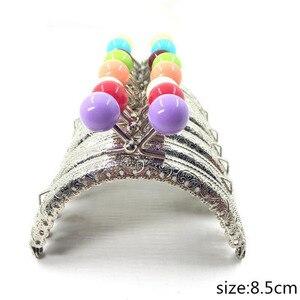 Image 1 - 30 pcs/20 pcs/10 pcs 8.5CM Candy head Bag Kiss Sluiting zilveren halve cirkel Metalen Coining Patroon purse Frame DIY Bag Naaien Accessoires