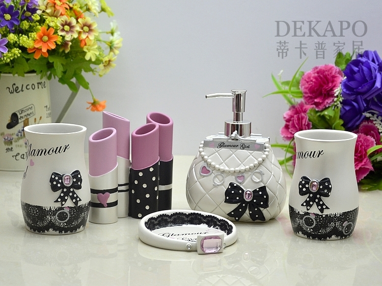 Fashion Resin Bathroom Set Five Pieces Set Bathroom Supplies Sweet Theme  Charming Girl Novalty Shaping Decoration